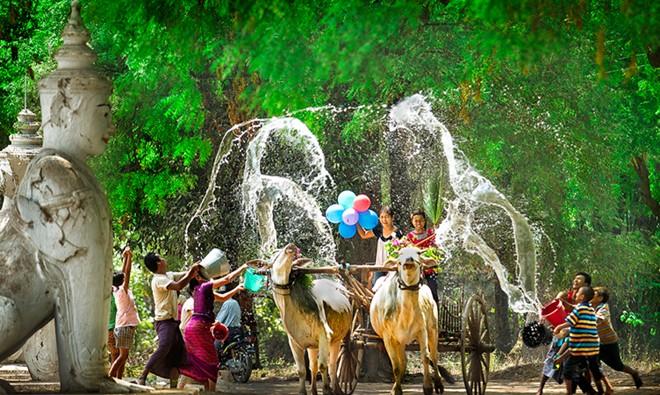 Những lễ hội té nước sôi động ở Đông Nam Á