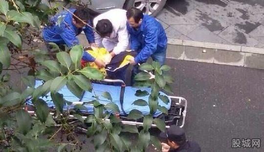 Trung Quốc: Bé gái nhảy lầu tự tử vì bài tập về nhà