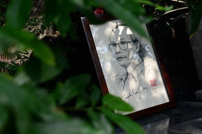 Hàng trăm người thắp hương tưởng nhớ nhạc sĩ Trịnh Công Sơn