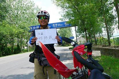 Chàng trai đạp xe 3000 km để cầu hôn người yêu