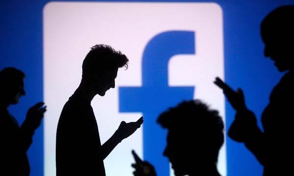 """Facebook bị """"sờ gáy"""" vì theo dõi người dùng"""