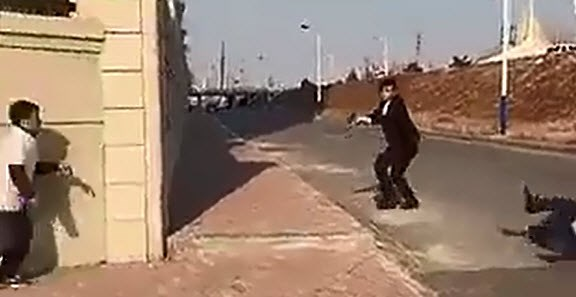 Bị cảnh sát bắn chết vì chơi trò 'Đại ca, xin tha mạng'