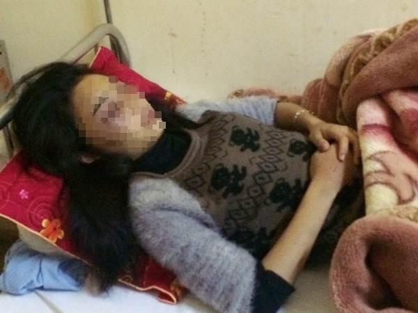 Tổ chức đánh bạn trong khách sạn, nữ sinh bị đuổi học 1 năm