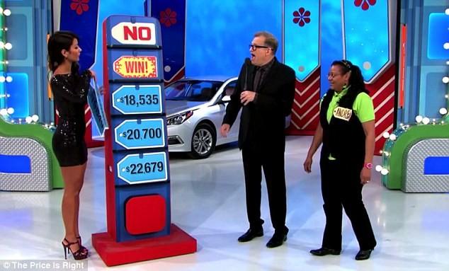 Người mẫu 'Hãy chọn giá đúng' tặng nhầm ôtô cho người chơi