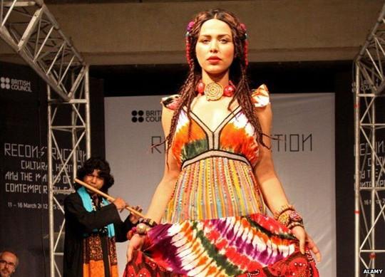Siêu mẫu Pakistan bị giam vì nghi rửa tiền