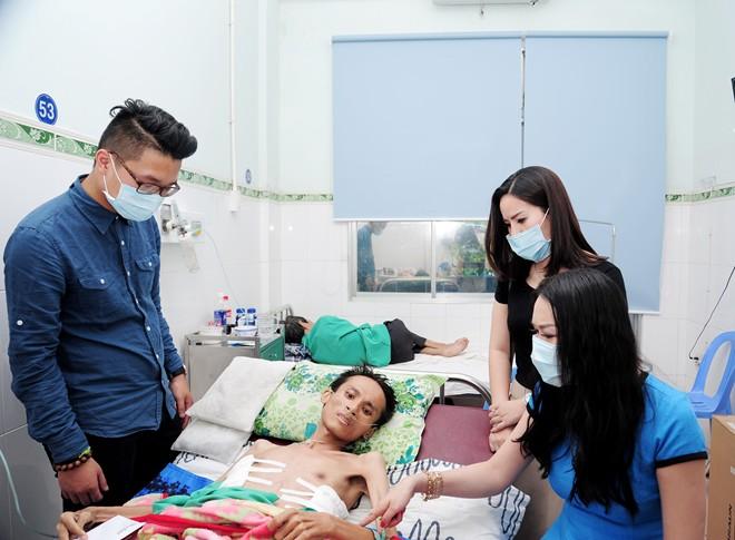 Phi Thanh Vân tặng 30 triệu đồng cho ca sĩ mắc bệnh lao phổi