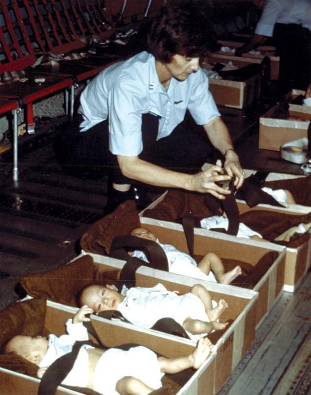 Chiến dịch Không vận trẻ em 1975: Di tản hay bắt cóc?