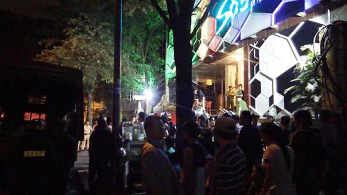 Dân chơi Sài Gòn nháo nhào khi cảnh sát ập vào quán bar