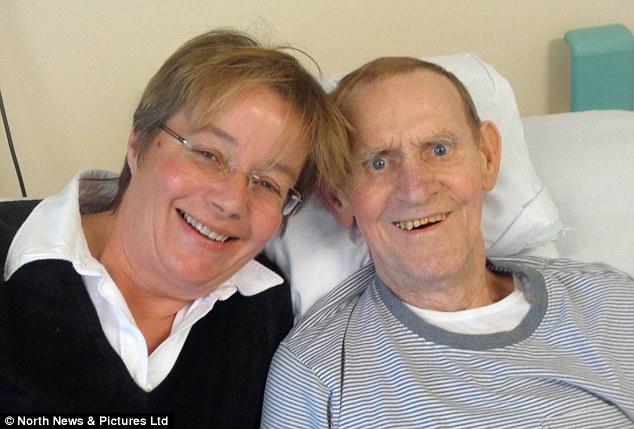 Người cha mắc bệnh nan y được chữa khỏi nhờ cấy... phân của con gái