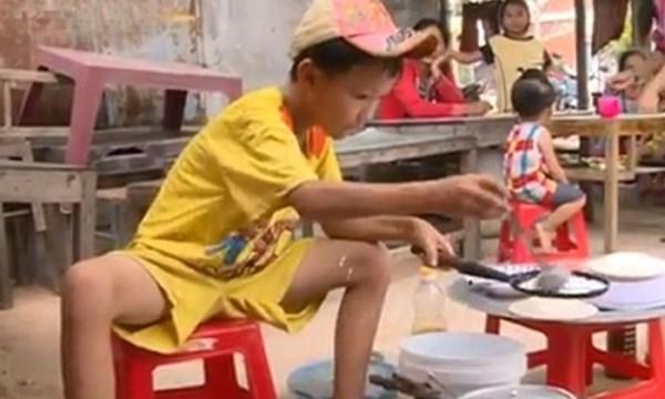 Đau lòng: Cậu bé bán bánh xèo được quyên góp 2 tỷ và sự cay nghiệt của miệng lưỡi thế gian
