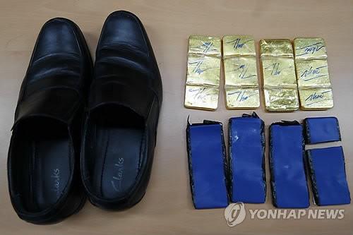 Phi công, tiếp viên mang vàng nhận thù lao 250 USD một kg