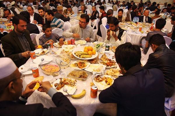Chú rể shock khi 600 khách không mời đến ăn cưới