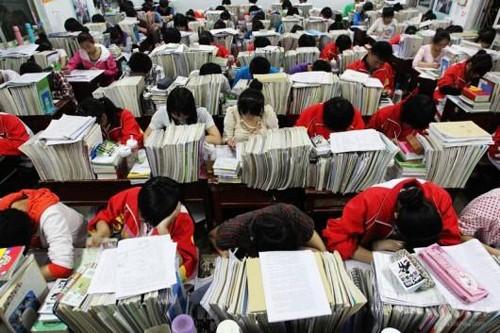 Hàng loạt học sinh Trung Quốc tự tử vì áp lực thi đại học