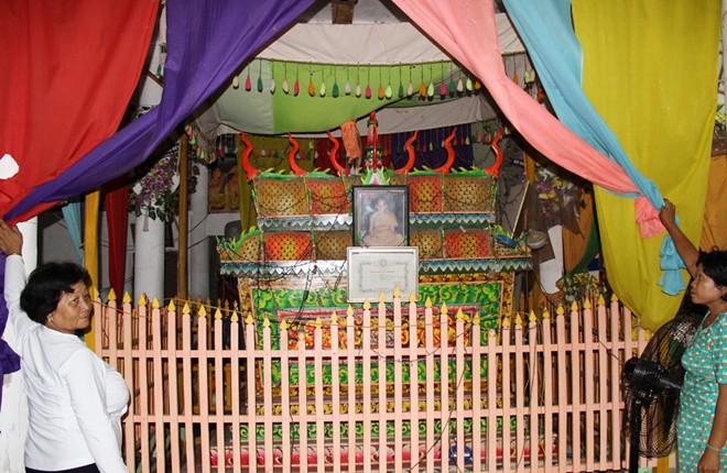 Ngôi chùa có quan tài xác ướp sư trụ trì ở miền Tây