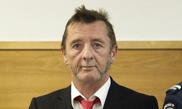 Thành viên nhóm rock huyền thoại nhận tội dọa giết người