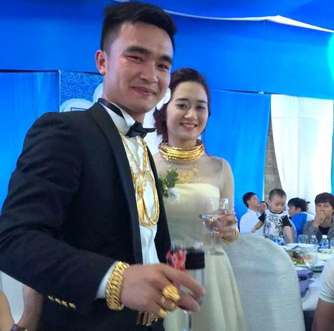 Chuyện tình tan hợp của cặp đôi đeo nhiều vàng trong lễ cưới