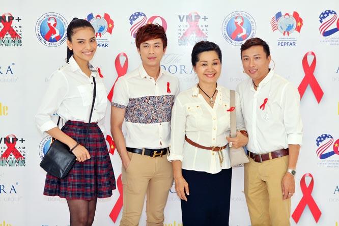 Trương Thị May cùng danh hài Xuân Hương dự ra mắt phim đồng tính