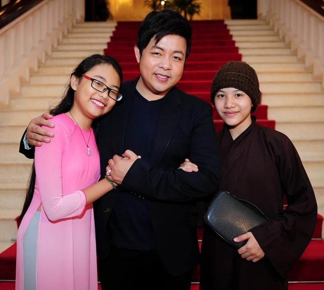 Con gái nuôi Quang Lê không được mặc áo nâu lên sân khấu