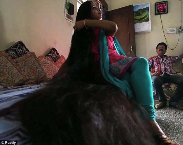 Công chúa tóc mây Rapunzel đời thực phiên bản Ấn Độ sở hữu mái tóc dài tới 2,1m