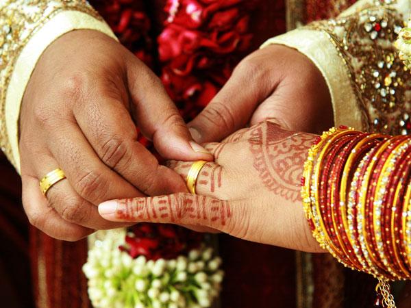 Giận chú rể 'bắt cá hai tay', cô dâu cưới luôn em chồng