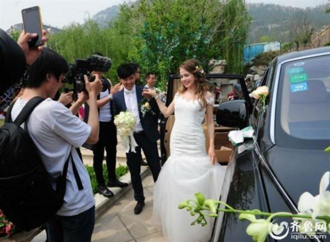 Đám cưới gây chú ý với hơn 30 siêu xe