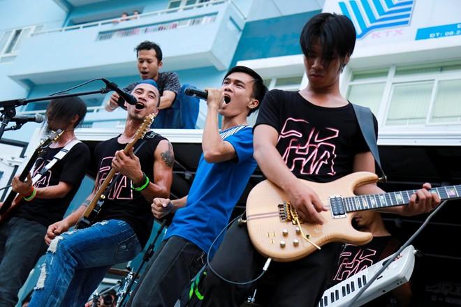 4 điểm độc đáo tại show rock trên xe tải của Phạm Anh Khoa