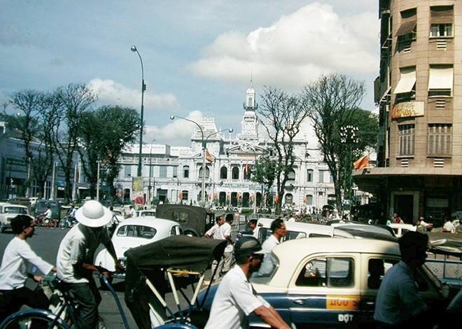 Giới trẻ rộ mốt chia sẻ ảnh xưa về Sài Gòn