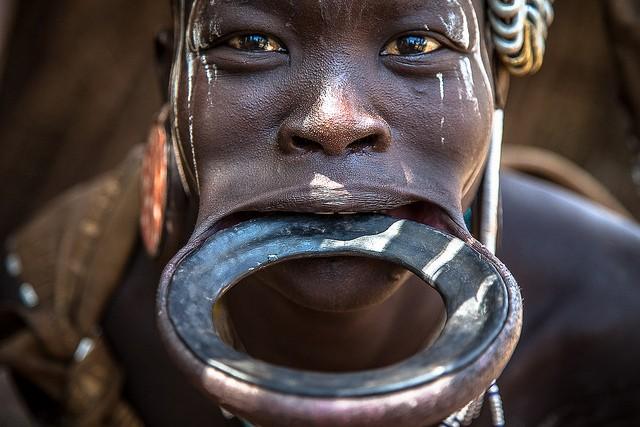 Những bộ tộc đứng ngoài thế giới văn minh