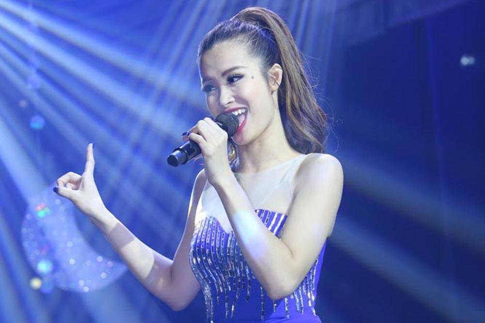 Đông Nhi tất bật chạy show trước đêm Gala The Remix
