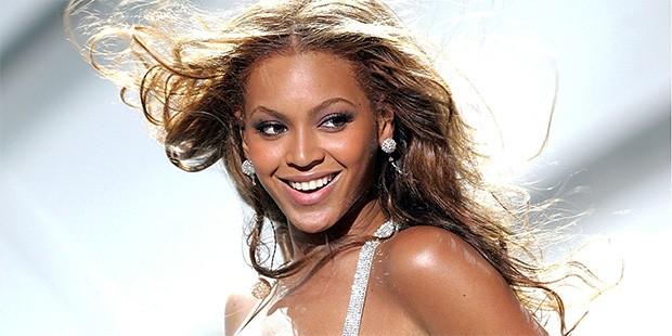 Beyonce làm 'bà bầu' đào tạo sao trẻ