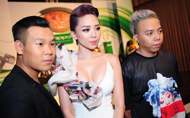 Tóc Tiên không diễn, vẫn mặc sexy đến dự trao giải The Remix