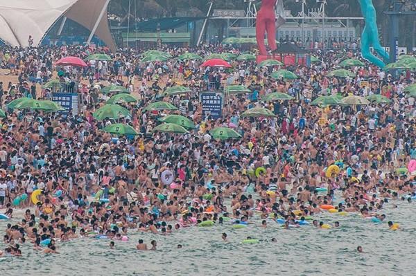 Trung Quốc: Bãi biển đông nghẹt người trong kỳ nghỉ lễ 1/5