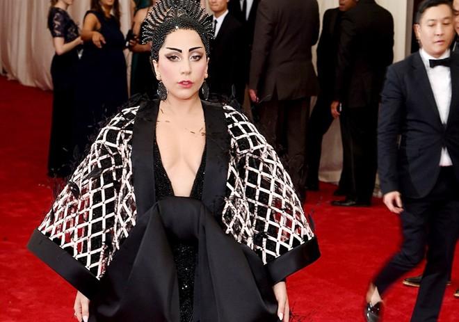 10 thảm họa ăn mặc ở sự kiện thời trang lớn nhất năm