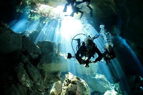Khám phá những hang động dưới nước tuyệt nhất thế giới