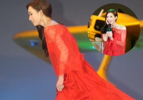 Lâm Chí Linh vấp giày cao gót, suýt ngã trên sân khấu
