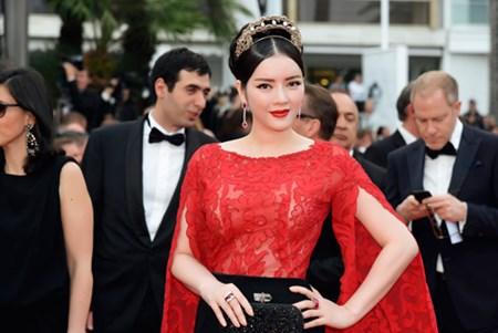 Lý Nhã Kỳ diện váy ren gợi cảm trên thảm đỏ Cannes