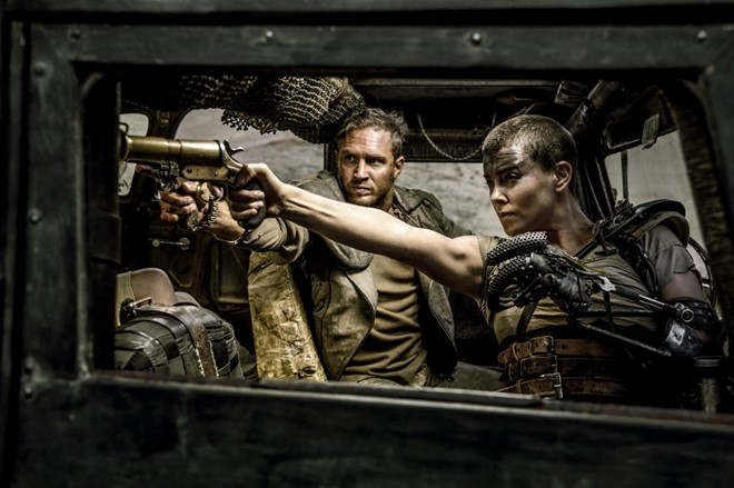 'Pitch Perfect 2' và 'Mad Max' có doanh thu cao hơn mong đợi