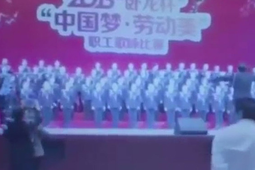Sập sân khấu khiến dàn nhạc 80 người biến mất