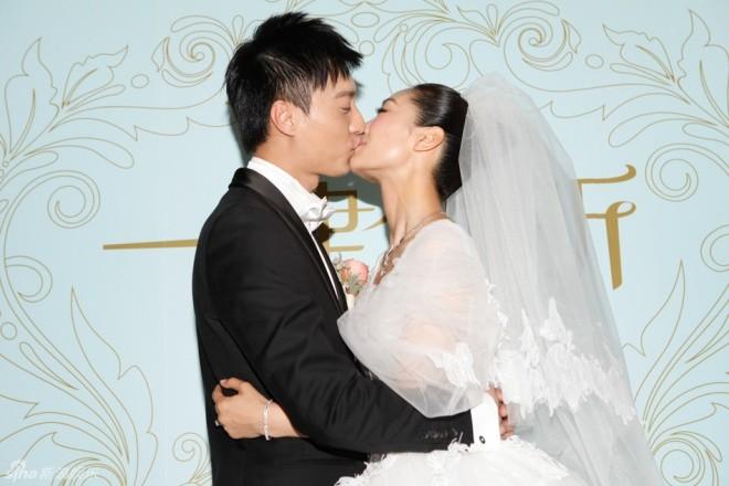 Sao nữ 'Chân Hoàn truyện' hôn chồng đắm đuối trong ngày cưới