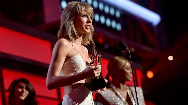 Taylor Swift đại thắng ở giải thưởng Billboard 2015