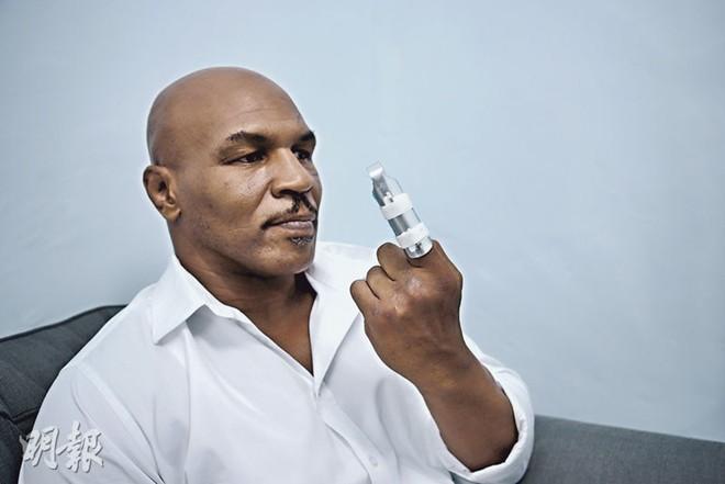 Chân Tử Đan khiến Mike Tyson gãy ngón tay trên phim trường