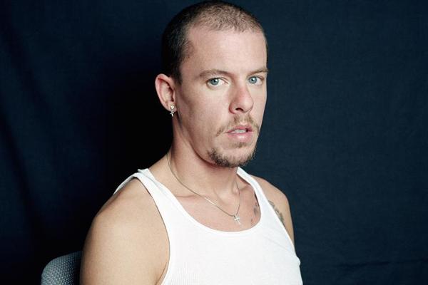 Alexander McQueen từng bị anh rể lạm dụng tình dục