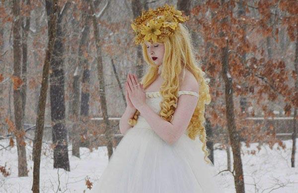 Nín thở trước bộ sưu tập váy cosplay nhuốm màu cổ tích của cô gái 18 tuổi