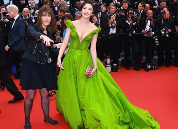 Sao Hoa ngữ đỏ mặt vì bị 'đuổi khéo' khỏi thảm đỏ Cannes