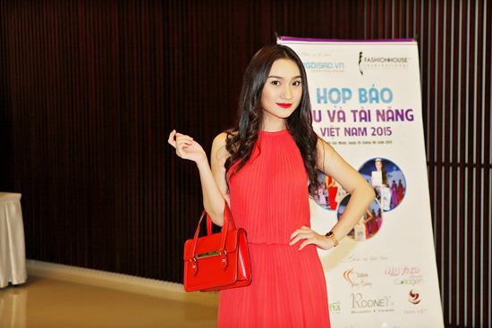 Cao Mỹ Kim nổi bật với váy đỏ trong sự kiện