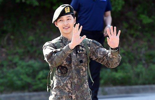 Song Joong Ki chính thức xuất ngũ