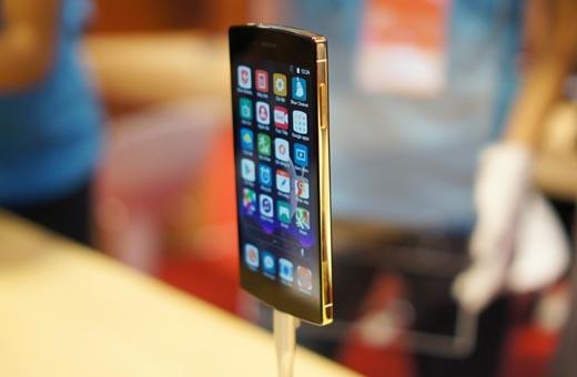 Ảnh thực tế Bphone 128 GB, mạ vàng giá 20,2 triệu đồng