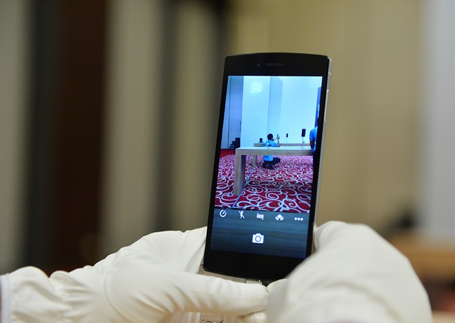 Ảnh thực tế Bphone: Mỏng 7,5 mm, giá từ 9,9 triệu