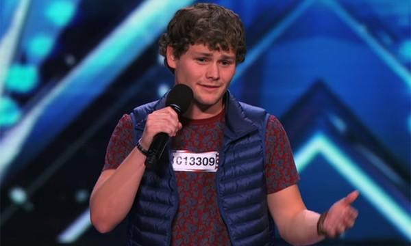 """Rơi nước mắt với anh chàng """"cà lăm"""" tại """"Got Talent Mỹ"""""""