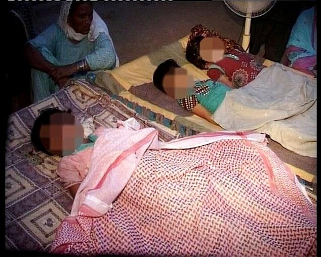 3 bé gái bị cha ruột siết cổ đến chết để khỏi tốn tiền học